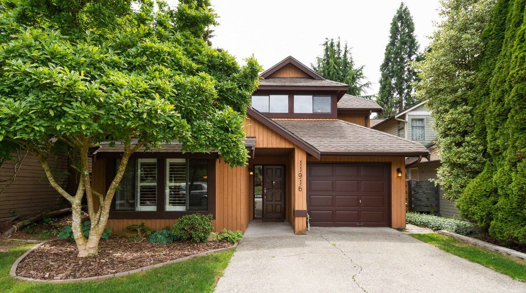 Main Photo: Sunshine Hills North Delta Family Home