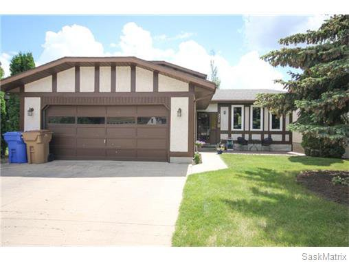Main Photo: 3315 MACLACHLAN Crescent in Regina: Engelwood Single Family Dwelling for sale (Regina Area 01)  : MLS®# 576024