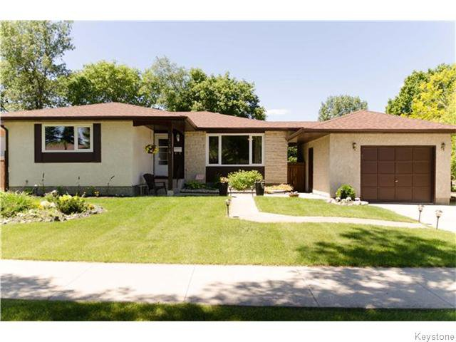 Main Photo: 114 Carlotta Crescent in Winnipeg: Charleswood Residential for sale (South Winnipeg)  : MLS®# 1616823