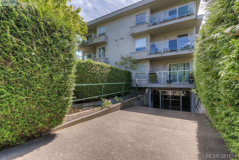 Main Photo: 304 1039 Caledonia Ave in VICTORIA: Vi Central Park Condo for sale (Victoria)  : MLS®# 765694