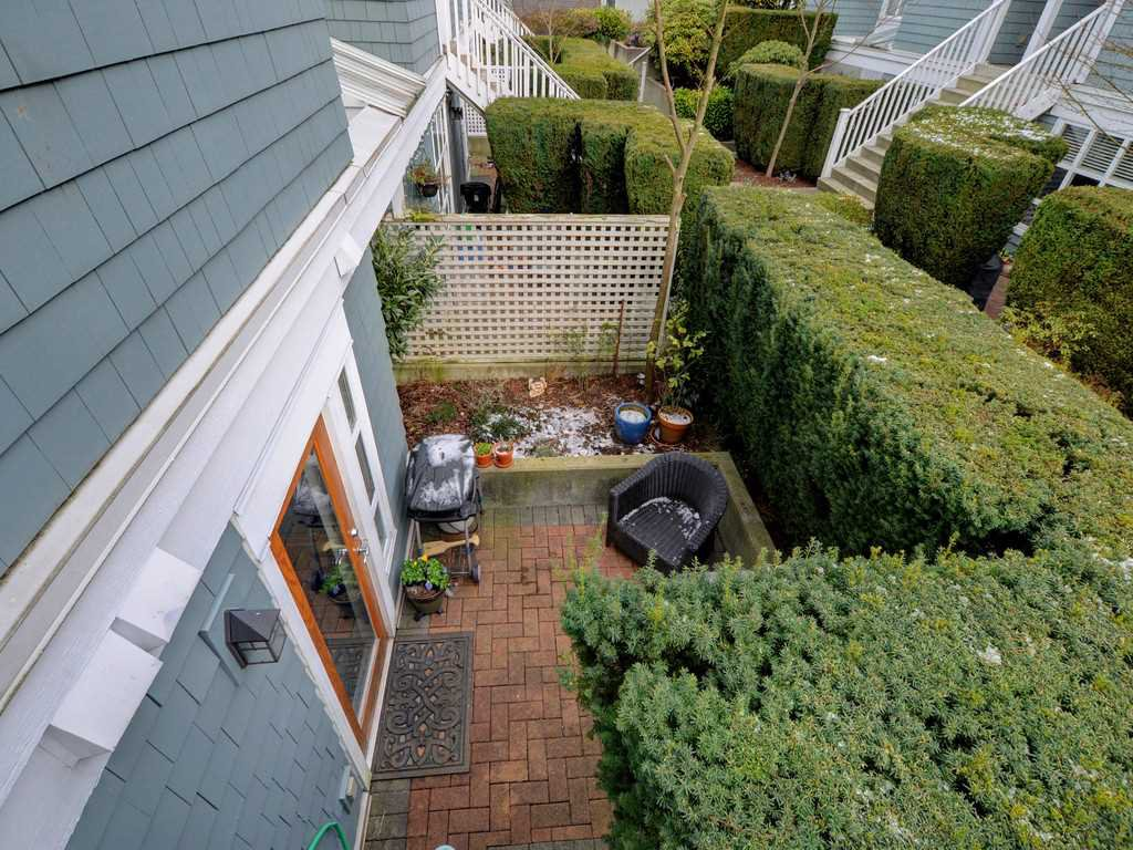 "Photo 19: Photos: 101 657 W 7TH Avenue in Vancouver: Fairview VW Townhouse for sale in ""THE IVY'S"" (Vancouver West)  : MLS®# R2241548"