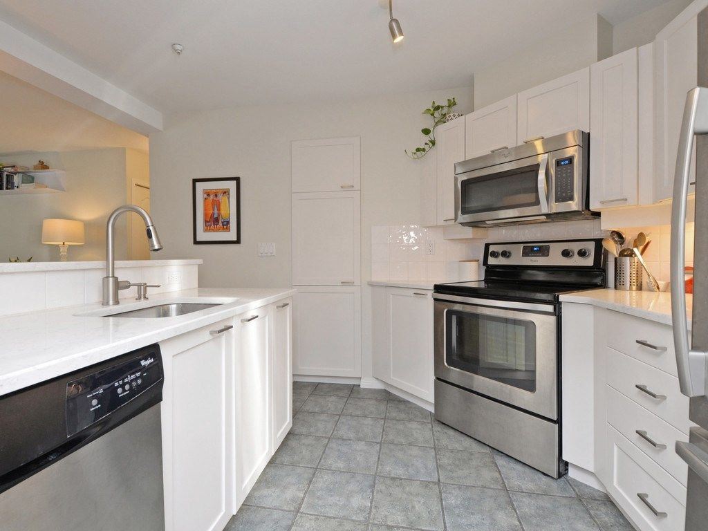 "Photo 10: Photos: 101 657 W 7TH Avenue in Vancouver: Fairview VW Townhouse for sale in ""THE IVY'S"" (Vancouver West)  : MLS®# R2241548"