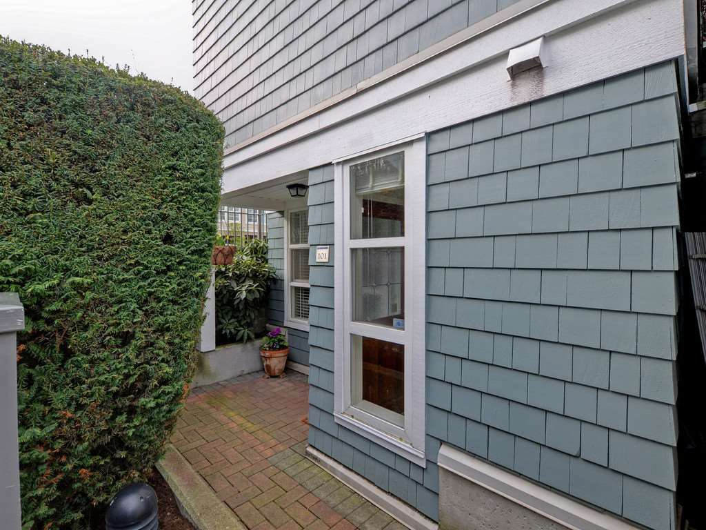 "Photo 20: Photos: 101 657 W 7TH Avenue in Vancouver: Fairview VW Townhouse for sale in ""THE IVY'S"" (Vancouver West)  : MLS®# R2241548"