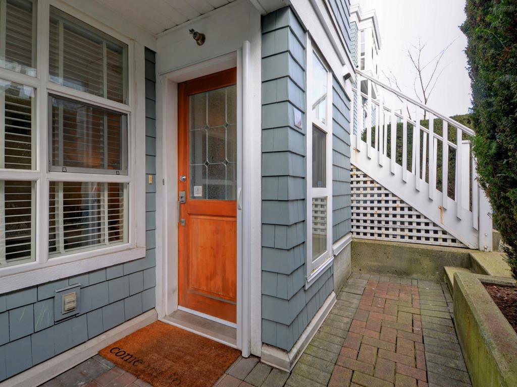 "Photo 2: Photos: 101 657 W 7TH Avenue in Vancouver: Fairview VW Townhouse for sale in ""THE IVY'S"" (Vancouver West)  : MLS®# R2241548"