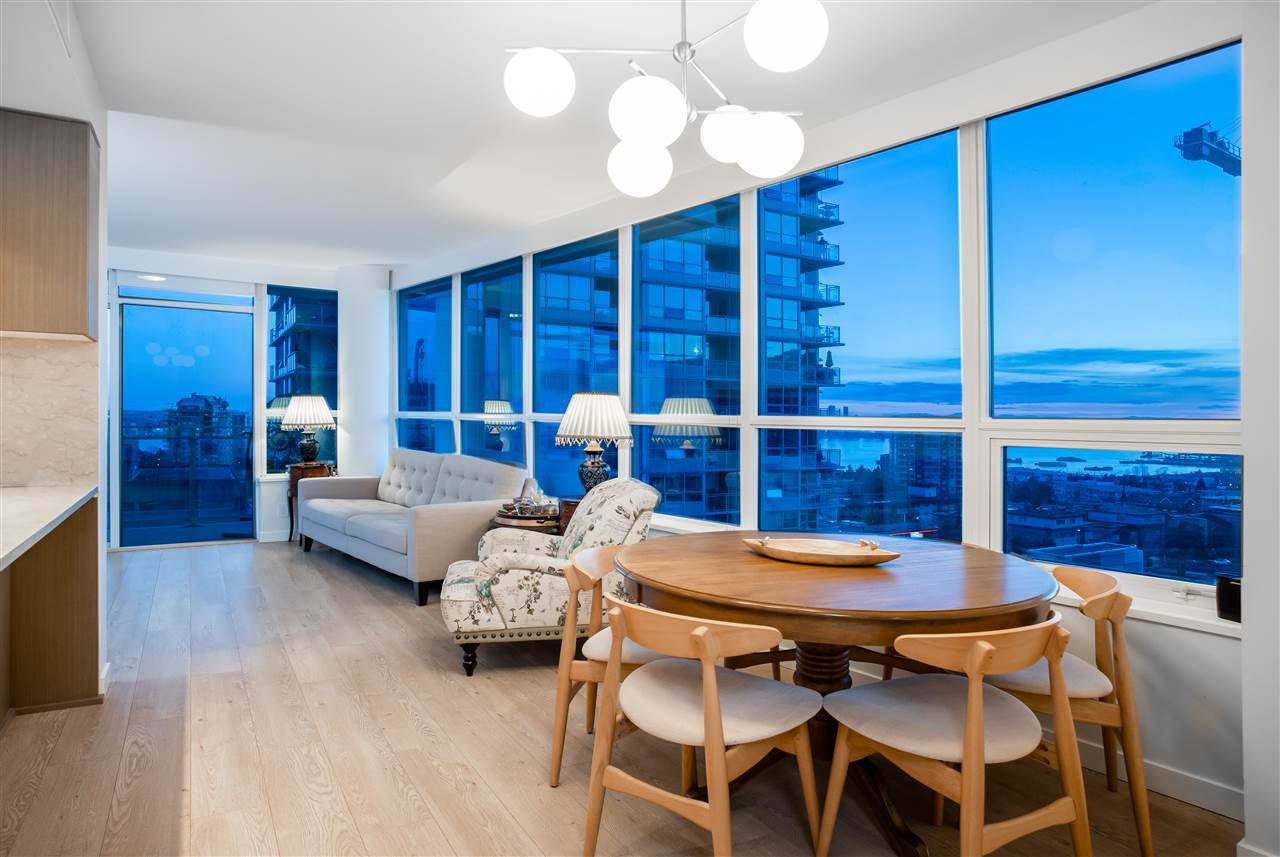 """Main Photo: 804 125 E 14TH Street in North Vancouver: Central Lonsdale Condo for sale in """"CENTREVIEW"""" : MLS®# R2379594"""