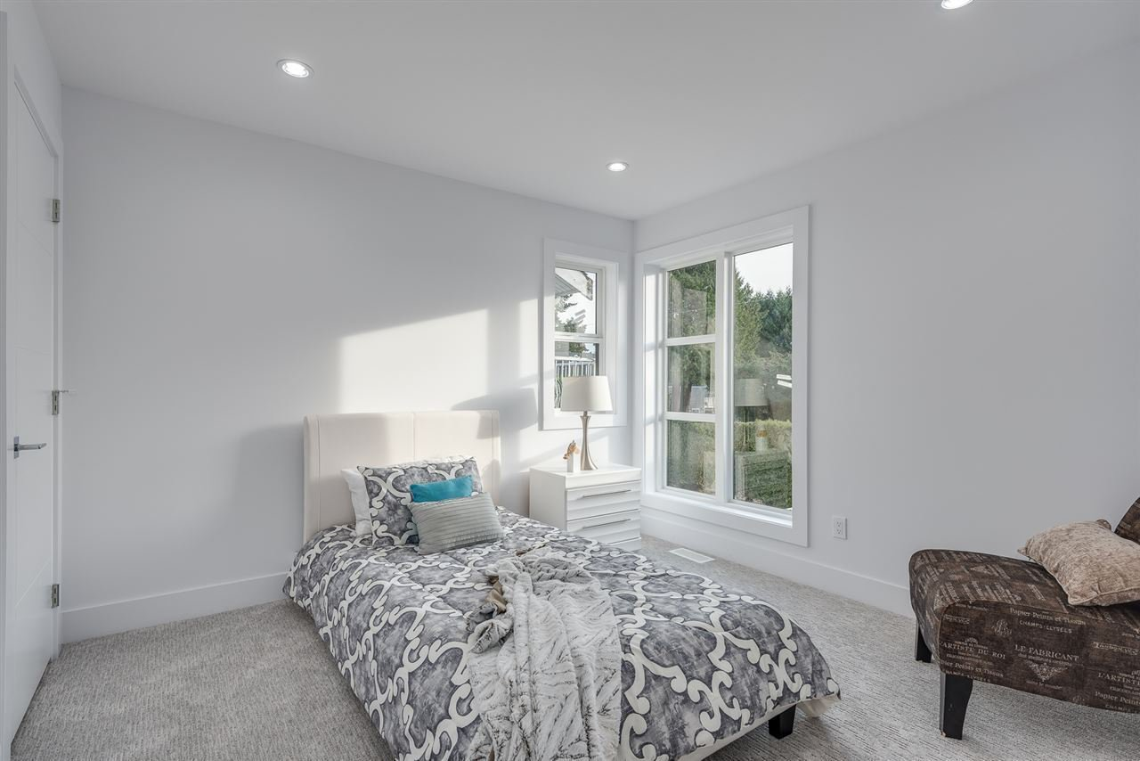 Photo 12: Photos: 214 E 21ST Street in North Vancouver: Central Lonsdale House 1/2 Duplex for sale : MLS®# R2381476