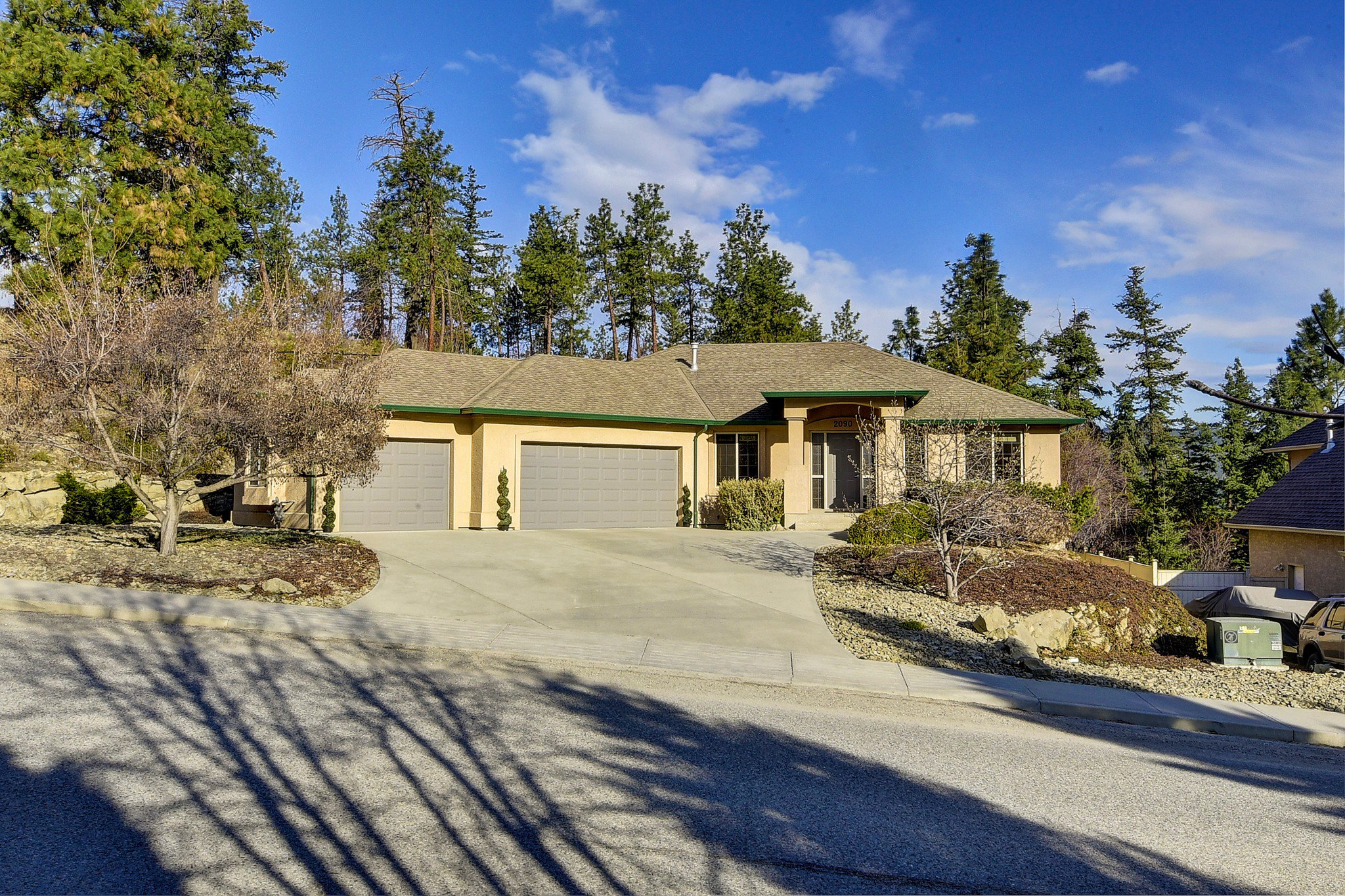 Main Photo: 2090 Chilcotin Crescent in Kelowna: Dilowrth Mt House for sale (Central Okanagan)  : MLS®# 10201594