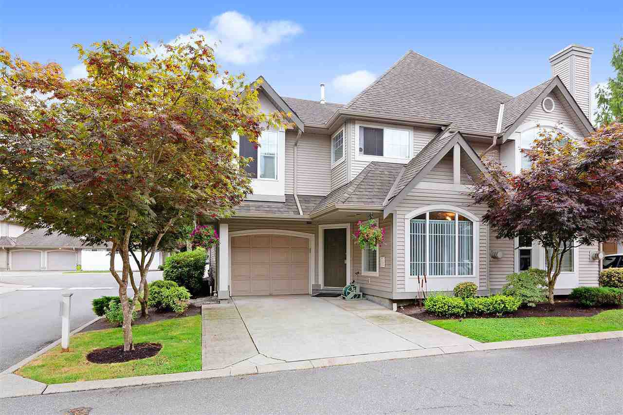 "Main Photo: 27 23085 118 Avenue in Maple Ridge: East Central Townhouse for sale in ""SOMMERVILLE GARDENS"" : MLS®# R2490067"