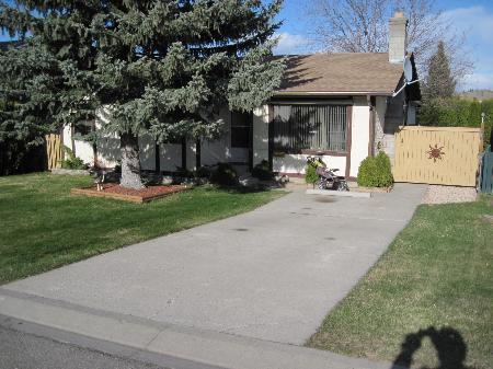 Main Photo: 767 Robson Drive: House for sale (Sahali)  : MLS®# 87555