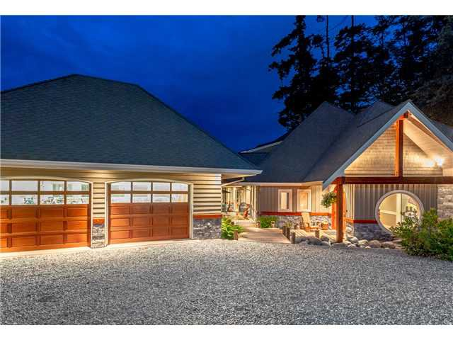 Main Photo: 746 TSAWWASSEN BEACH Road in Tsawwassen: English Bluff House for sale : MLS®# V1072466