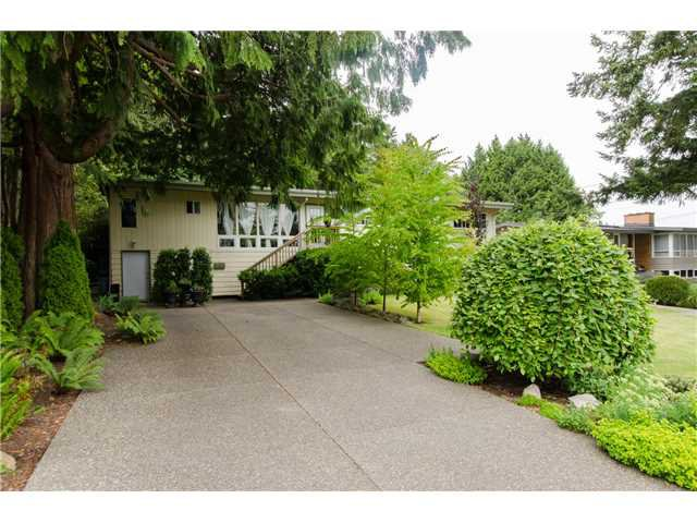"""Main Photo: 239 54TH Street in Tsawwassen: Pebble Hill House for sale in """"PEBBLE HILL"""" : MLS®# V1130952"""