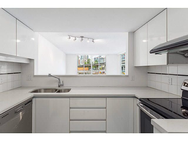 "Main Photo: 601 1500 HOWE Street in Vancouver: Yaletown Condo for sale in ""THE DISCOVERY"" (Vancouver West)  : MLS®# V1136345"