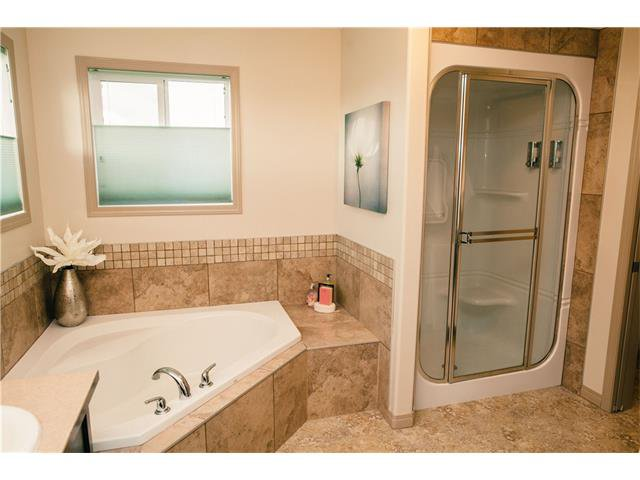 Photo 18: Photos: 90 EVERGLEN Crescent SW in Calgary: Evergreen House for sale : MLS®# C4033860