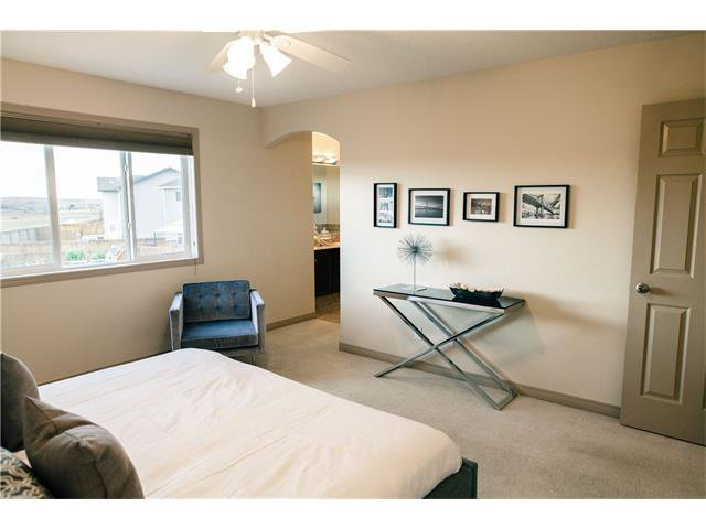 Photo 16: Photos: 90 EVERGLEN Crescent SW in Calgary: Evergreen House for sale : MLS®# C4033860