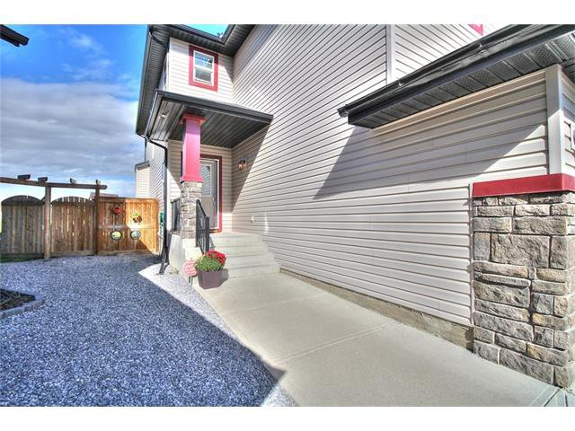 Photo 2: Photos: 90 EVERGLEN Crescent SW in Calgary: Evergreen House for sale : MLS®# C4033860
