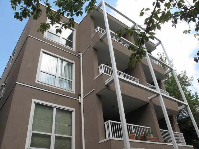 "Main Photo: 402 985 W 10TH Avenue in Vancouver: Fairview VW Condo for sale in ""The Monte Carlo"" (Vancouver West)  : MLS®# R2072072"