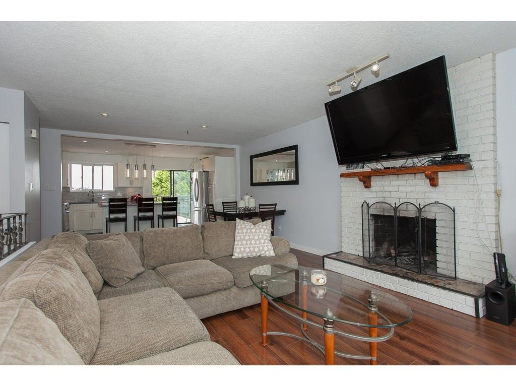 """Photo 5: Photos: 19834 68TH Avenue in Langley: Willoughby Heights House for sale in """"North Langley Meadows"""" : MLS®# R2087001"""