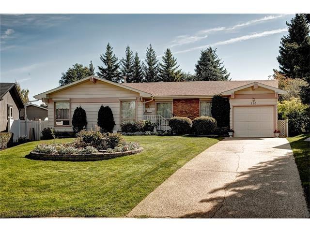 Main Photo: 210 OAKMOOR Place SW in Calgary: Oakridge House for sale : MLS®# C4091579