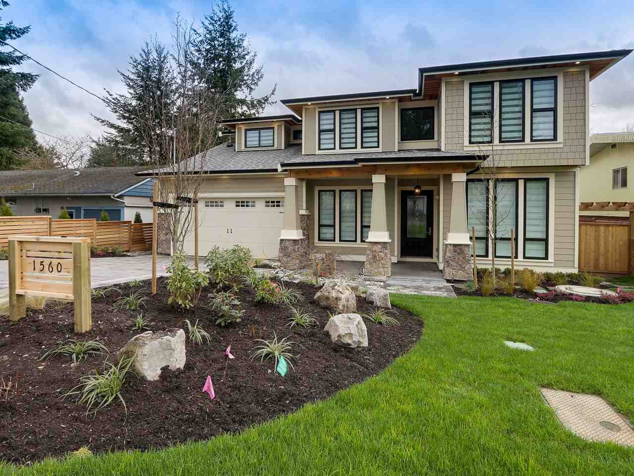 Main Photo: 1560 MAPLE Street: White Rock House for sale (South Surrey White Rock)  : MLS®# R2138926
