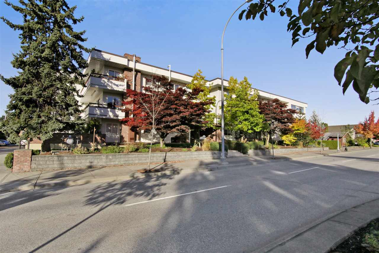 Main Photo: 111 2211 CLEARBROOK Road in Abbotsford: Abbotsford West Condo for sale : MLS®# R2217377