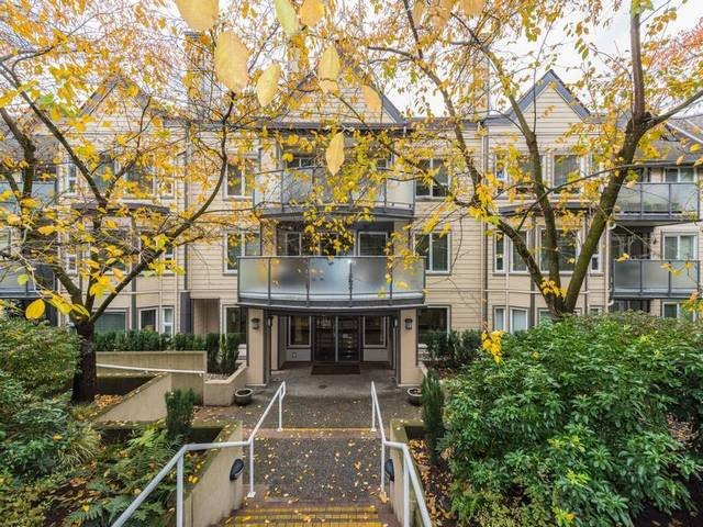 Main Photo: 400 6707 SOUTHPOINT Drive in BURNABY: South Slope Condo for sale (Burnaby South)  : MLS®# R2121426