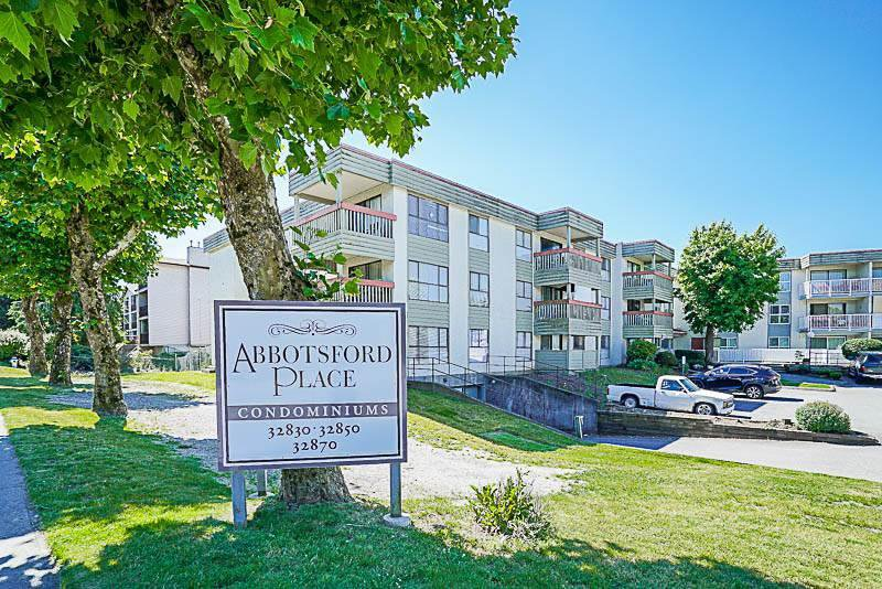 Main Photo: 319 32850 GEORGE FERGUSON Way in Abbotsford: Condo for sale : MLS®# R2188821