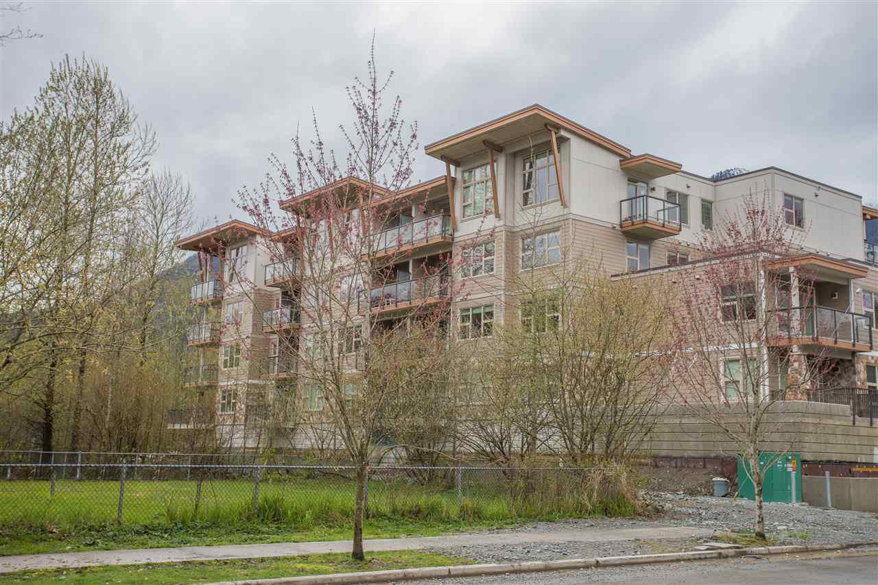 """Main Photo: 210 1150 BAILEY Street in Squamish: Downtown SQ Condo for sale in """"PARKHOUSE"""" : MLS®# R2234922"""