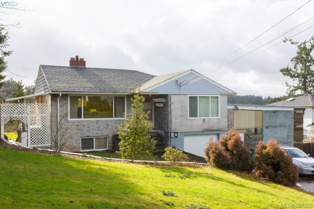 Main Photo: 4614 West Saanich Road in VICTORIA: SW Royal Oak Single Family Detached for sale (Saanich West)  : MLS®# 387282