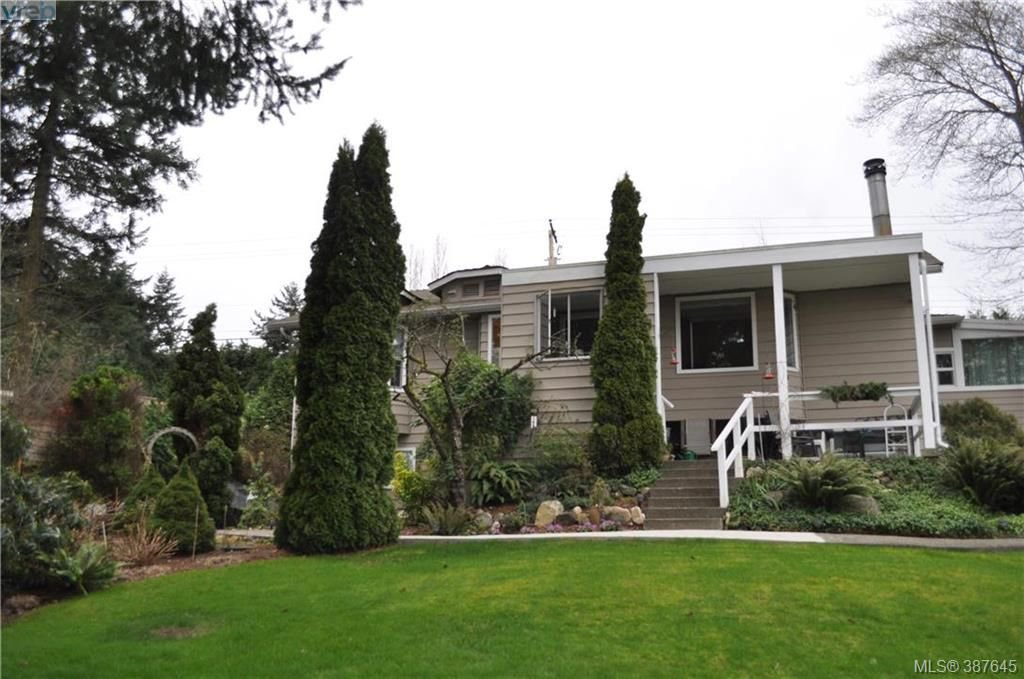 Main Photo: 6225 Pat Bay Hwy in VICTORIA: CS Martindale House for sale (Central Saanich)  : MLS®# 779030
