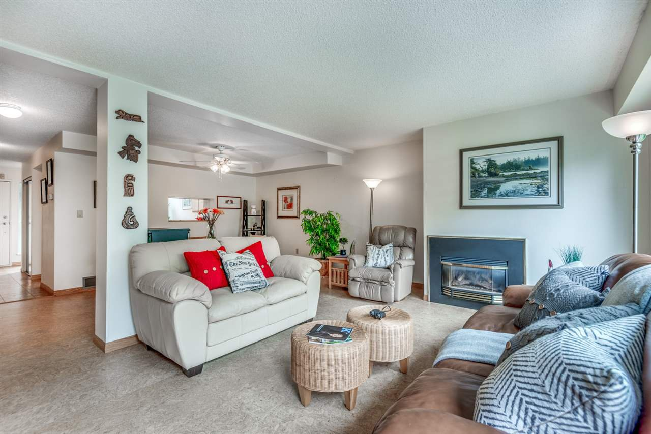 """Main Photo: 8122 FOREST GROVE Drive in Burnaby: Forest Hills BN Townhouse for sale in """"THE HENLEY ESTATES"""" (Burnaby North)  : MLS®# R2288283"""