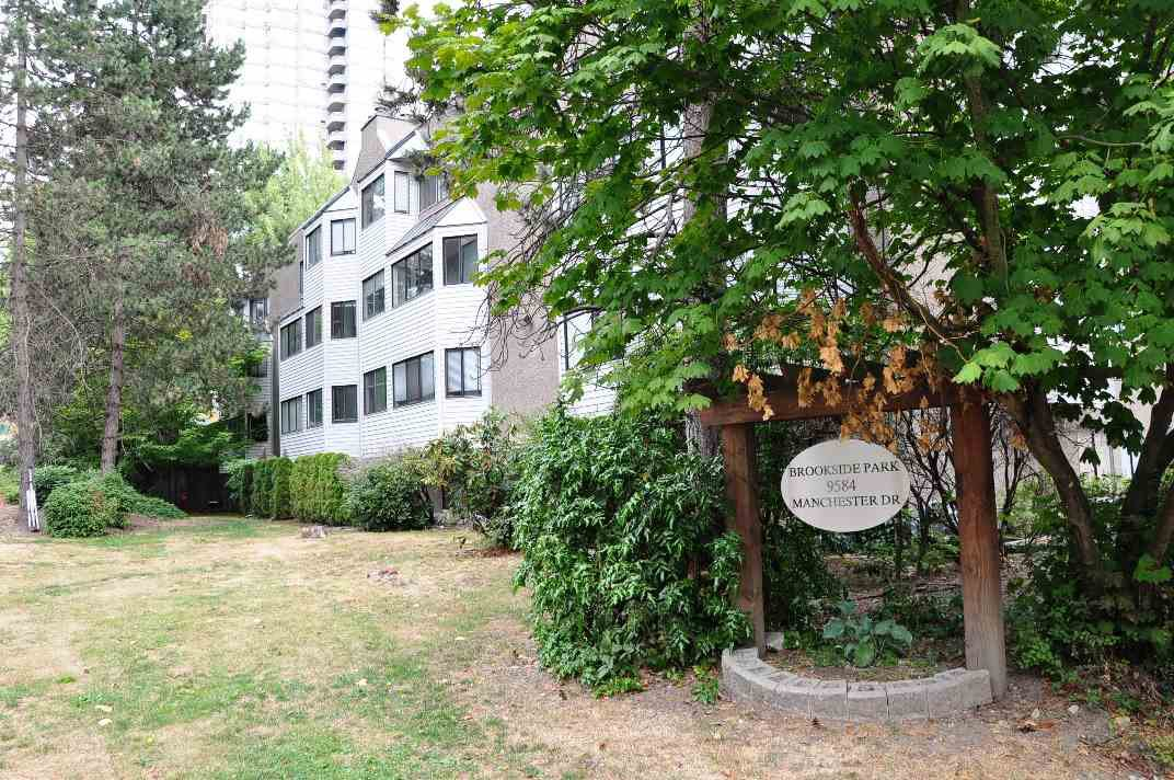 "Main Photo: 101 9584 MANCHESTER Drive in Burnaby: Cariboo Condo for sale in ""BROOKSIDE PARK"" (Burnaby North)  : MLS®# R2296203"