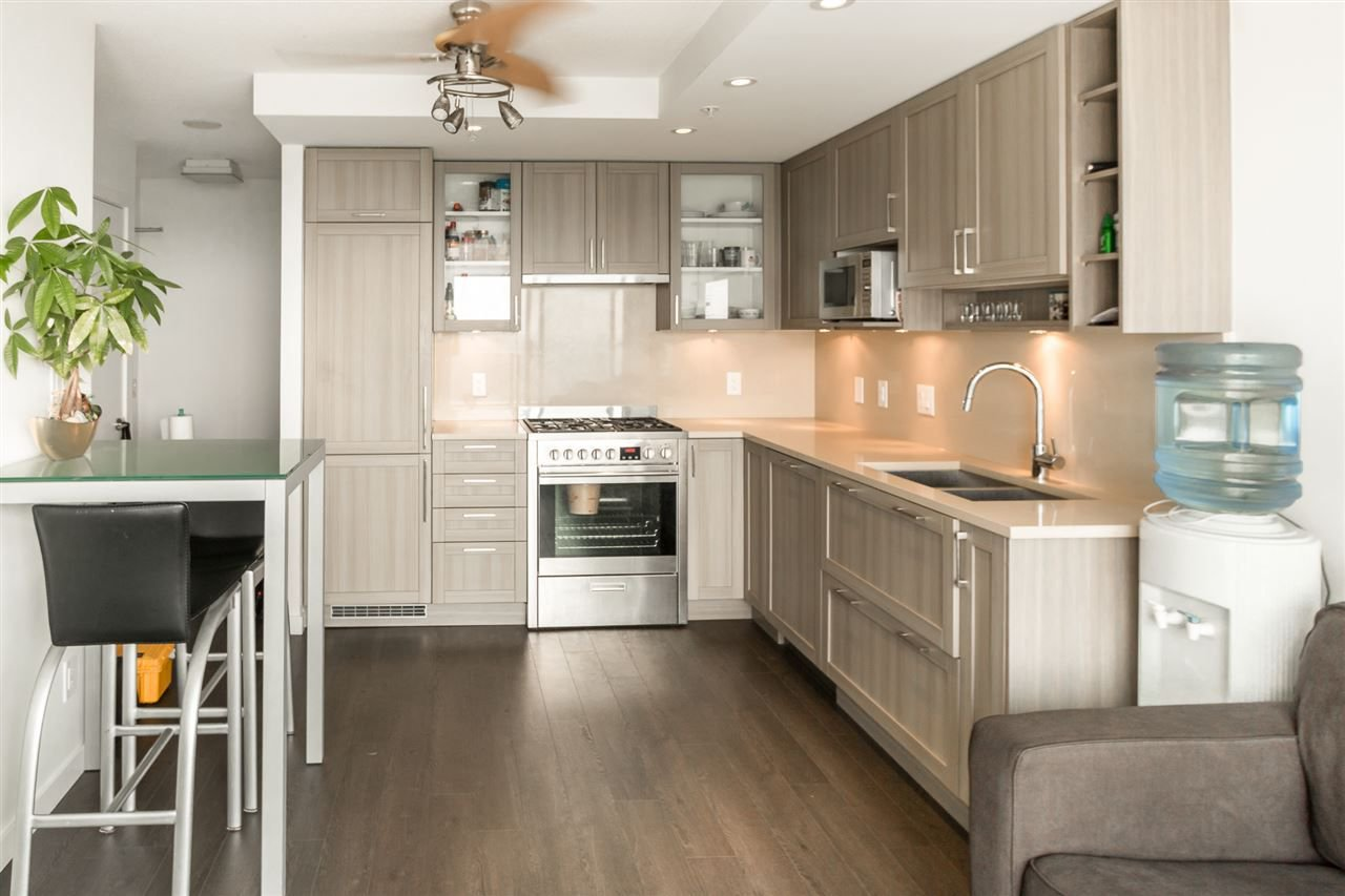 Photo 3: Photos: 1801 5665 BOUNDARY Road in Vancouver: Collingwood VE Condo for sale (Vancouver East)  : MLS®# R2299363
