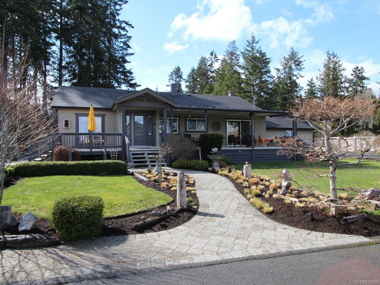 Main Photo: 6401 W ISLAND W Highway in QUALICUM BEACH: PQ Qualicum North House for sale (Parksville/Qualicum)  : MLS®# 810622