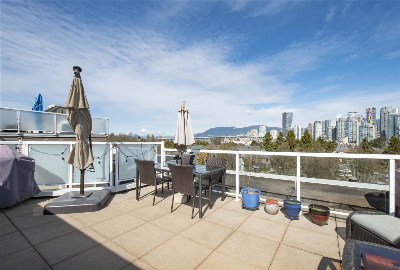 "Main Photo: A2 1100 W 6TH Avenue in Vancouver: Fairview VW Townhouse for sale in ""Fairview Place"" (Vancouver West)  : MLS®# R2361487"