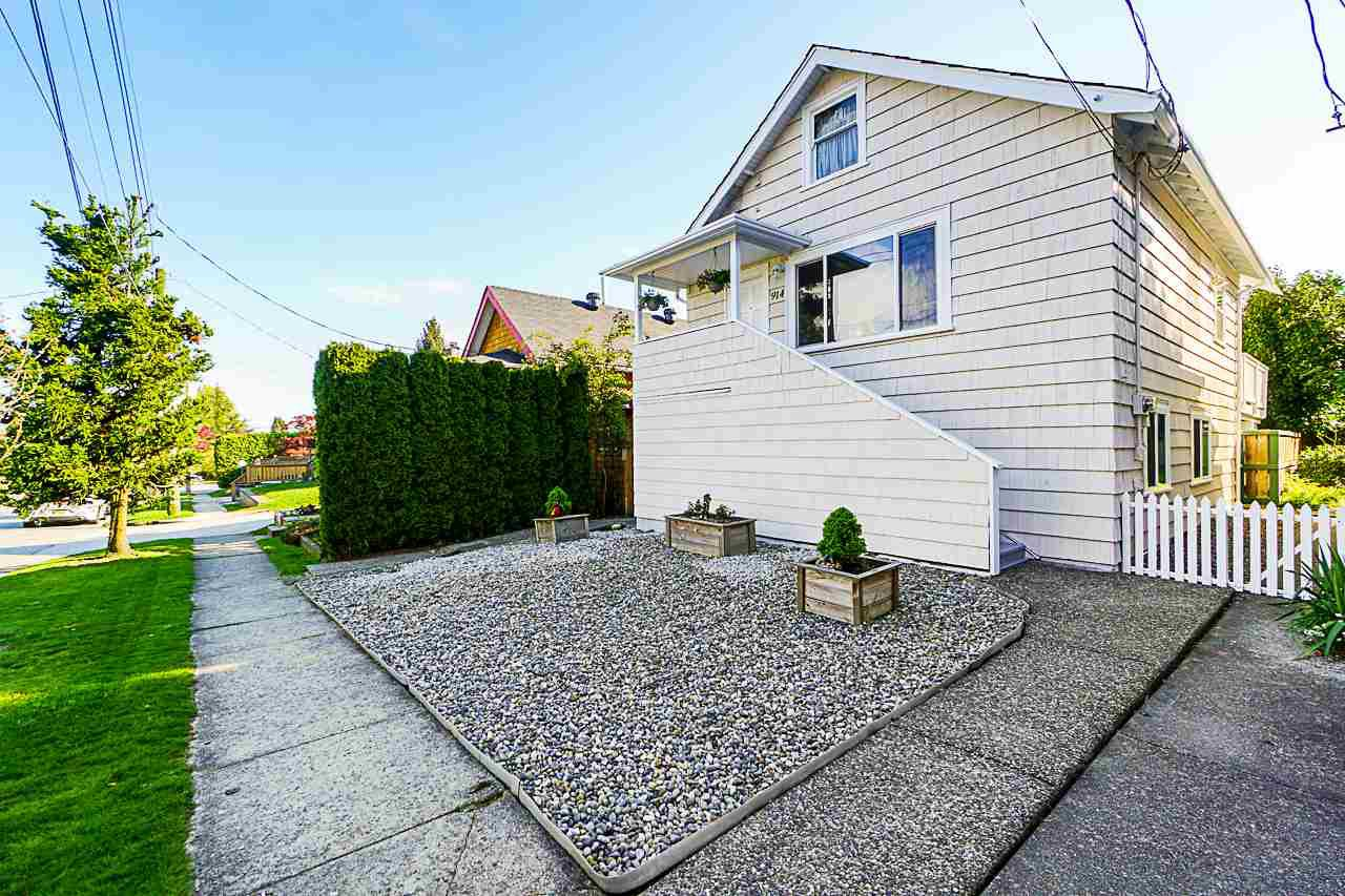 "Main Photo: 914 HENLEY Street in New Westminster: Moody Park House for sale in ""Moody Park"" : MLS®# R2364263"