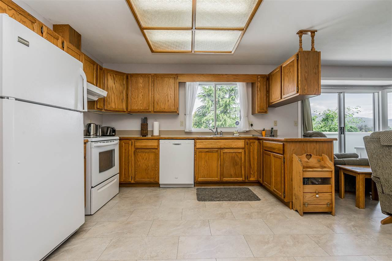 """Photo 8: Photos: 21915 ISAAC Crescent in Maple Ridge: West Central House for sale in """"Davison Subdivision"""" : MLS®# R2377611"""