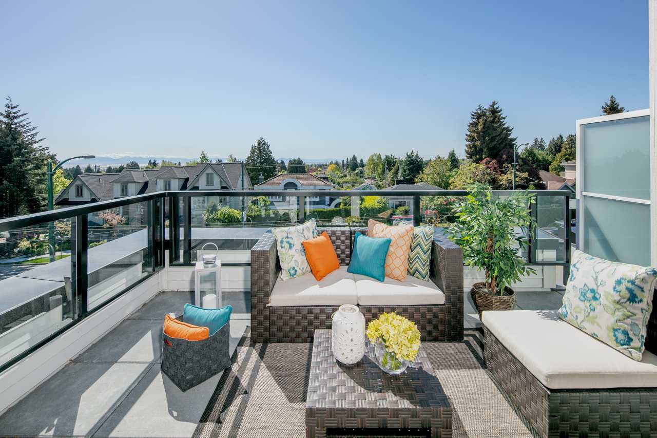 Main Photo: 7478 GRANVILLE Street in Vancouver: South Granville Townhouse for sale (Vancouver West)  : MLS®# R2392449