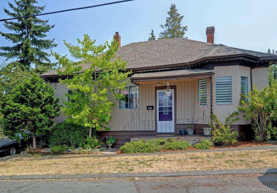 Main Photo: 633 Nelson St in Esquimalt: Es Saxe Point Single Family Detached for sale : MLS®# 844725