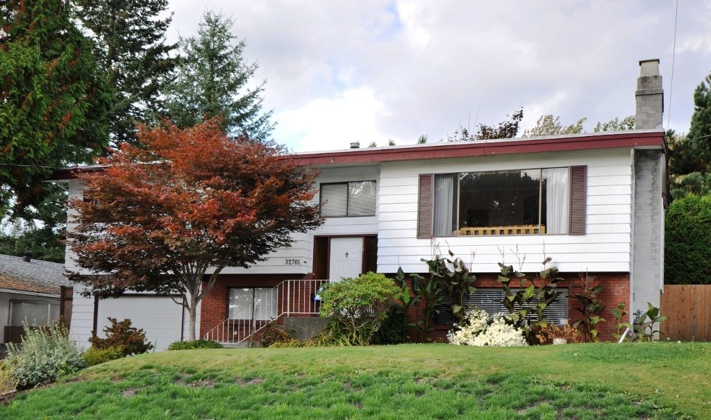 Main Photo: 32701 SWAN Avenue in Mission: Mission BC House for sale : MLS®# F1225496