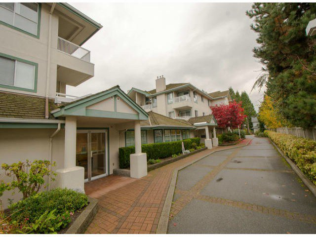 """Main Photo: 301 15272 20TH Avenue in Surrey: King George Corridor Condo for sale in """"WINDSOR COURT"""" (South Surrey White Rock)  : MLS®# F1324967"""