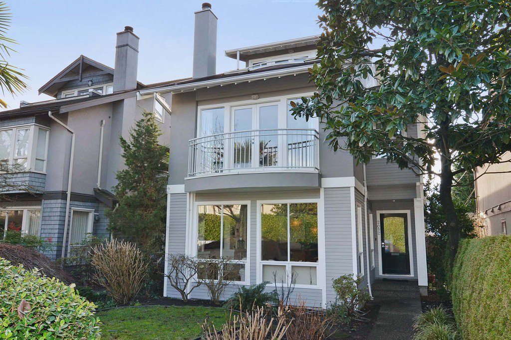 "Main Photo: 2092 WHYTE Avenue in Vancouver: Kitsilano House 1/2 Duplex for sale in ""KITS POINT"" (Vancouver West)  : MLS®# V1100092"