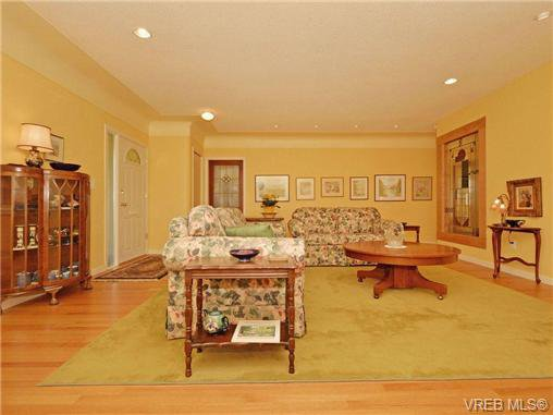 Photo 2: Photos: 89 Wellington Ave in VICTORIA: Vi Fairfield West House for sale (Victoria)  : MLS®# 698630