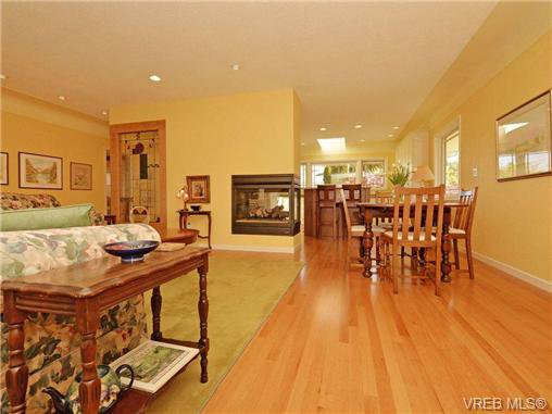 Photo 4: Photos: 89 Wellington Ave in VICTORIA: Vi Fairfield West House for sale (Victoria)  : MLS®# 698630