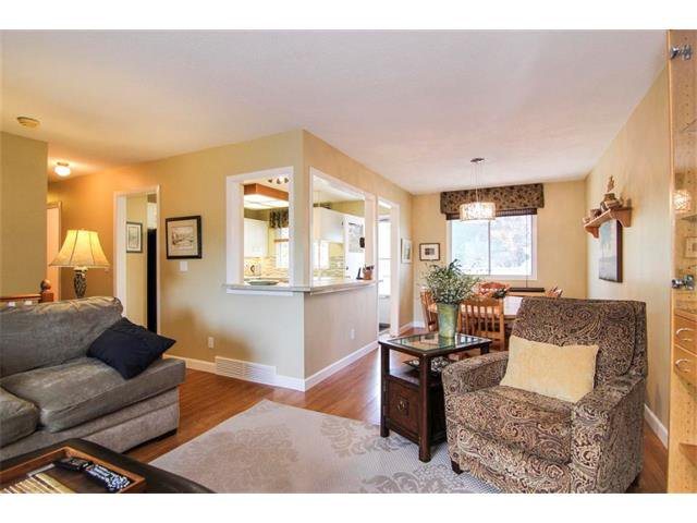 Photo 12: Photos: 416 RUNDLEHILL Way NE in Calgary: Rundle House for sale : MLS®# C4015836