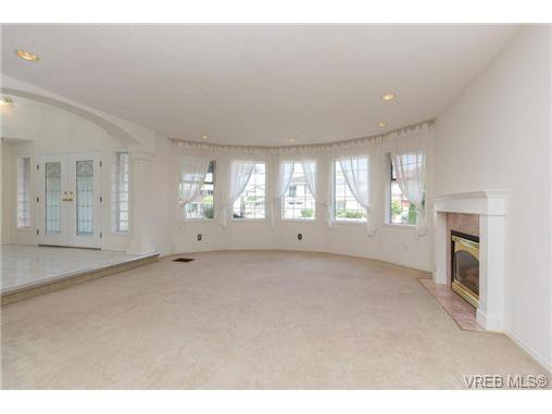 Photo 4: Photos: 4050 Dawnview Cres in VICTORIA: SE Arbutus House for sale (Saanich East)  : MLS®# 708494
