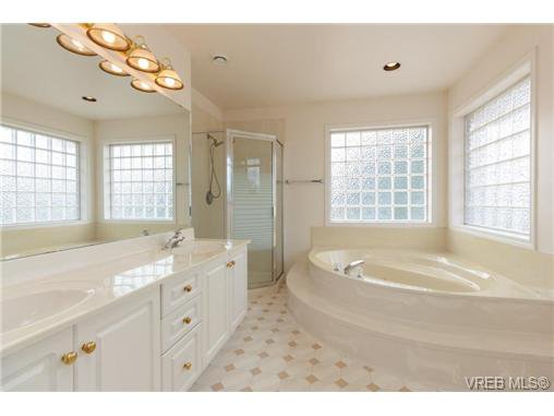 Photo 12: Photos: 4050 Dawnview Cres in VICTORIA: SE Arbutus House for sale (Saanich East)  : MLS®# 708494