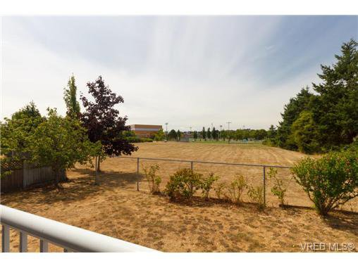Photo 18: Photos: 4050 Dawnview Cres in VICTORIA: SE Arbutus House for sale (Saanich East)  : MLS®# 708494