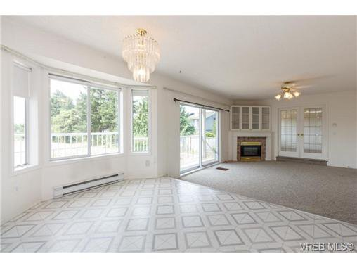 Photo 8: Photos: 4050 Dawnview Cres in VICTORIA: SE Arbutus House for sale (Saanich East)  : MLS®# 708494
