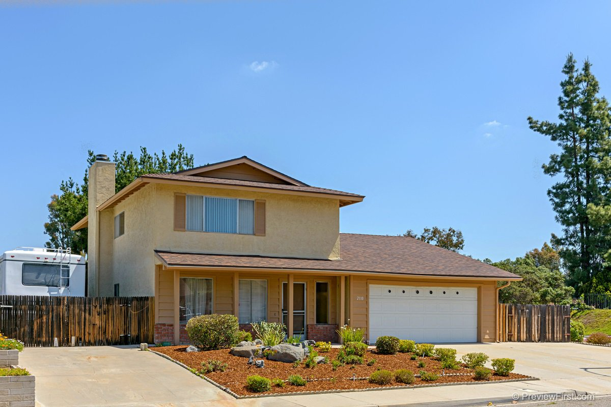 Main Photo: SOUTHWEST ESCONDIDO House for sale : 3 bedrooms : 2110 Fantero in Escondido