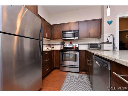 Photo 5: Photos: 205 844 Goldstream Ave in VICTORIA: La Langford Proper Condo for sale (Langford)  : MLS®# 739641